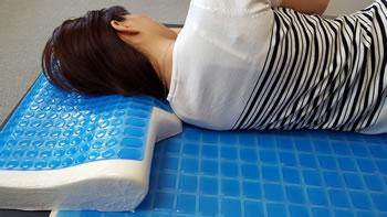ストレートネック矯正枕 マショマロピロー使用例